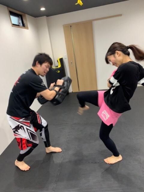 膝蹴り 大阪